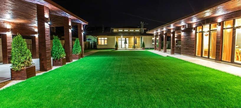 Poser une pelouse synthétique pour rendre son jardin confortable et esthétique